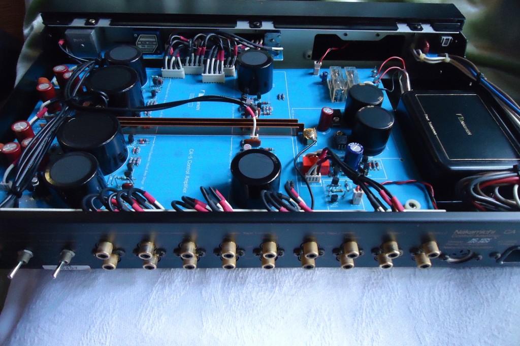Preamp NAKAMICHI CA5 Diseño NELSON PASS. Año 1982. Conectores posteriores.