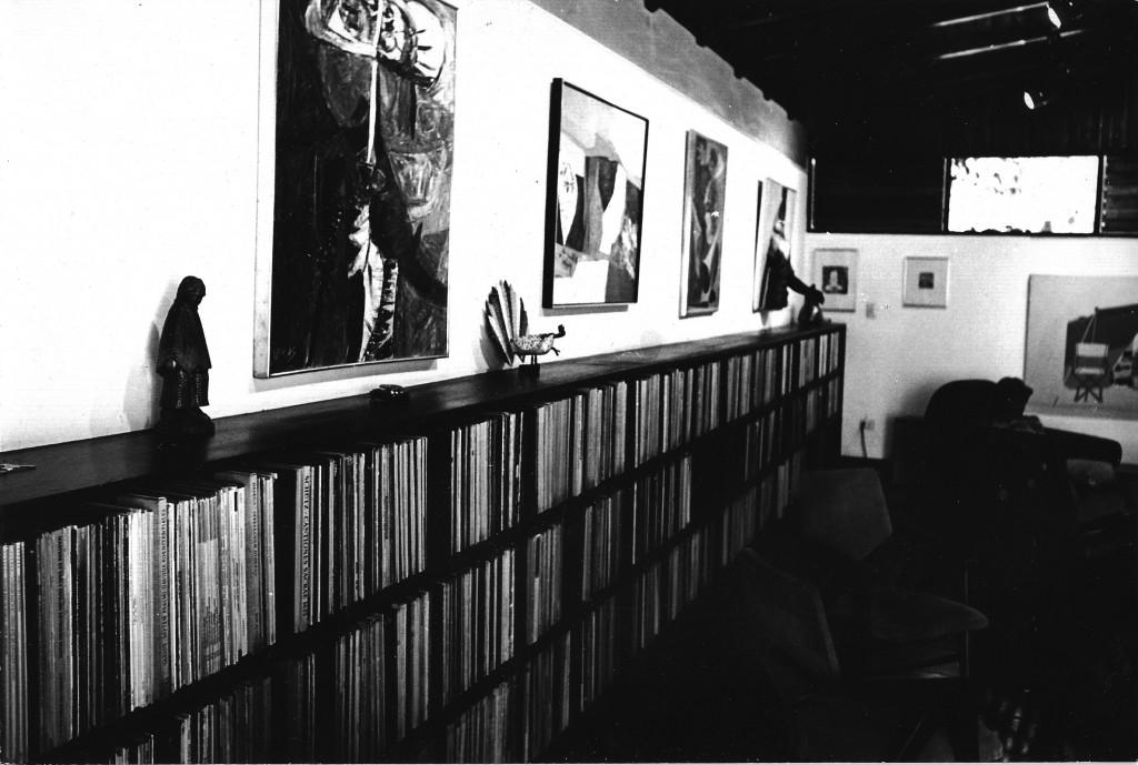 Una completísima discoteca de más de 5.000 discos de vinilo en perfectas condiciones, seleccionada cuidadosamente para uso fruitivo y profesional de estudio de la historia de la música clásica. Unica en Venezuela en su época.