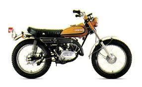 La moto YAMAHA ENDURO TRIAL